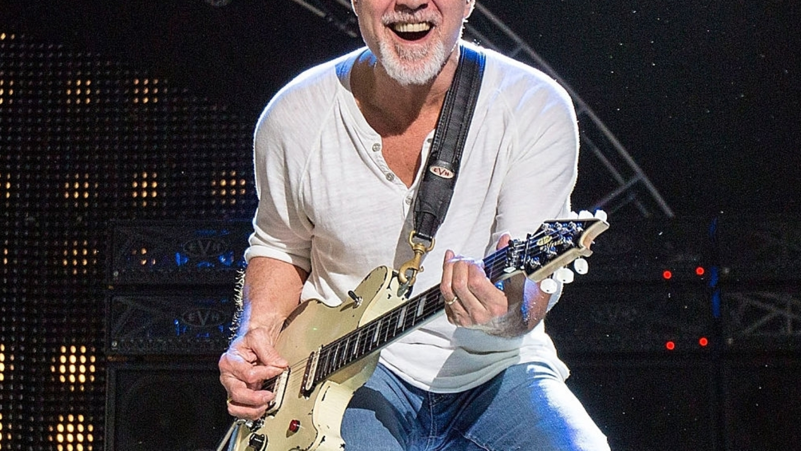 CHULA VISTA, CA - SEPTEMBER 30:  Guitarist Eddie Van Halen of Van Halen performs on stage at Sleep Train Amphitheatre on September 30, 2015 in Chula Vista, California.  (Photo by Daniel Knighton/Getty Images)